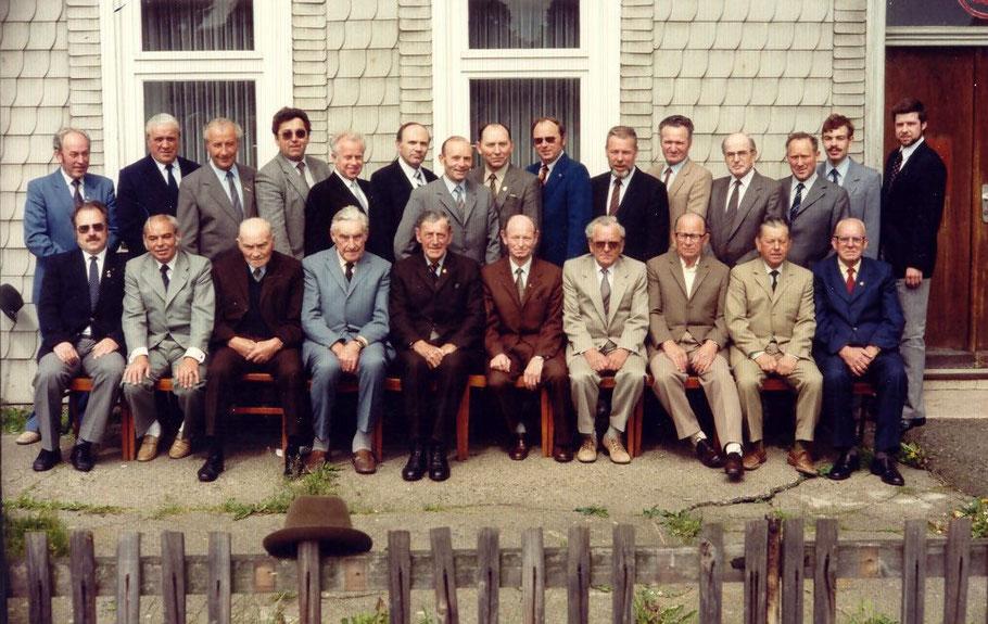 Vor der ehemaligen Sparkasse Anfang der 80er Jahre